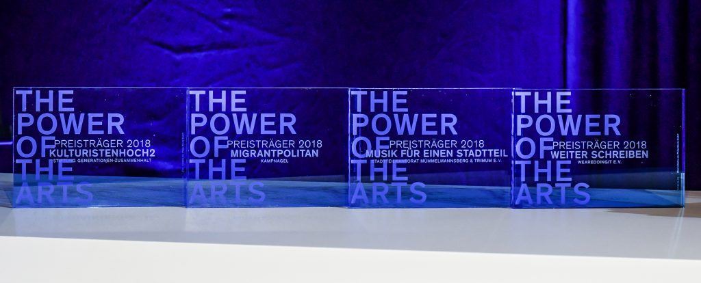Der Kulturpreis THE POWER OF THE ARTS wurde an vier gemeinnuetzige Projekte mit je 50.000 € in Berlin in den Spreewerkstaetten vergeben. The Power of the Arts ist eine Initiative der Philip Morris GmbH Berlin, 12.12.2018 Foto: Eva Oertwig / SCHROEWIG www.SCHROEWIG.com SCHROEWIG News & Images Uhlandstraße 134 D-10717 Berlin (Germany) Fon +49 30 892 10 76 Fax +49 30 893 36 17 Mobil +49 157 80 35 69 28