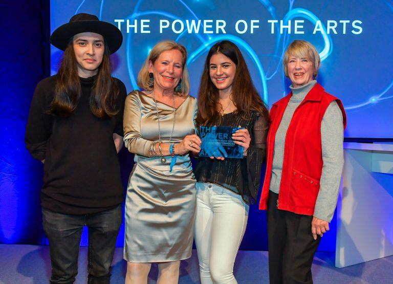 Diana Kinnert with the awardees from KulturistenHoch2 @ Eva Oertwig